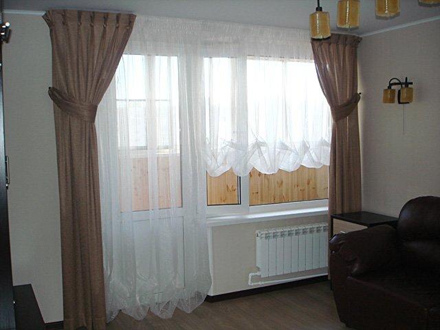 Оформление окна с балконной дверью.