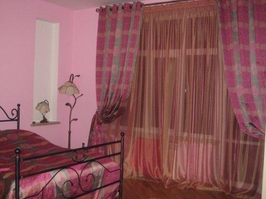 Для спальни можно выбрать самые красочные цвета и отлично сочетать их с общим дизайном